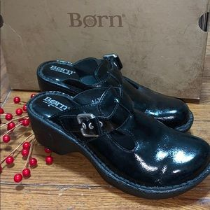 🌸BORN Leather Clogs; Black with Buckle Size 6💕